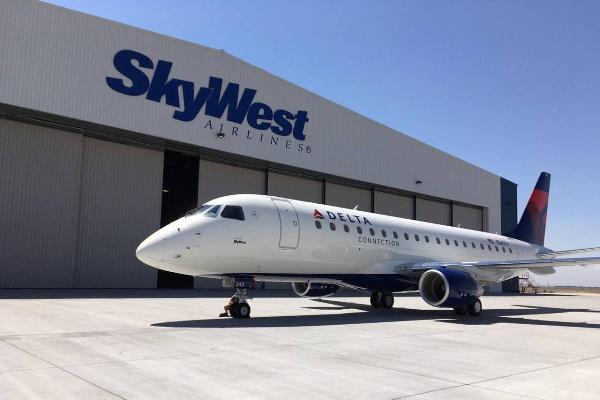 Delta Connection (SkyWest) Embraer E-175 v2 2 by X-Craft